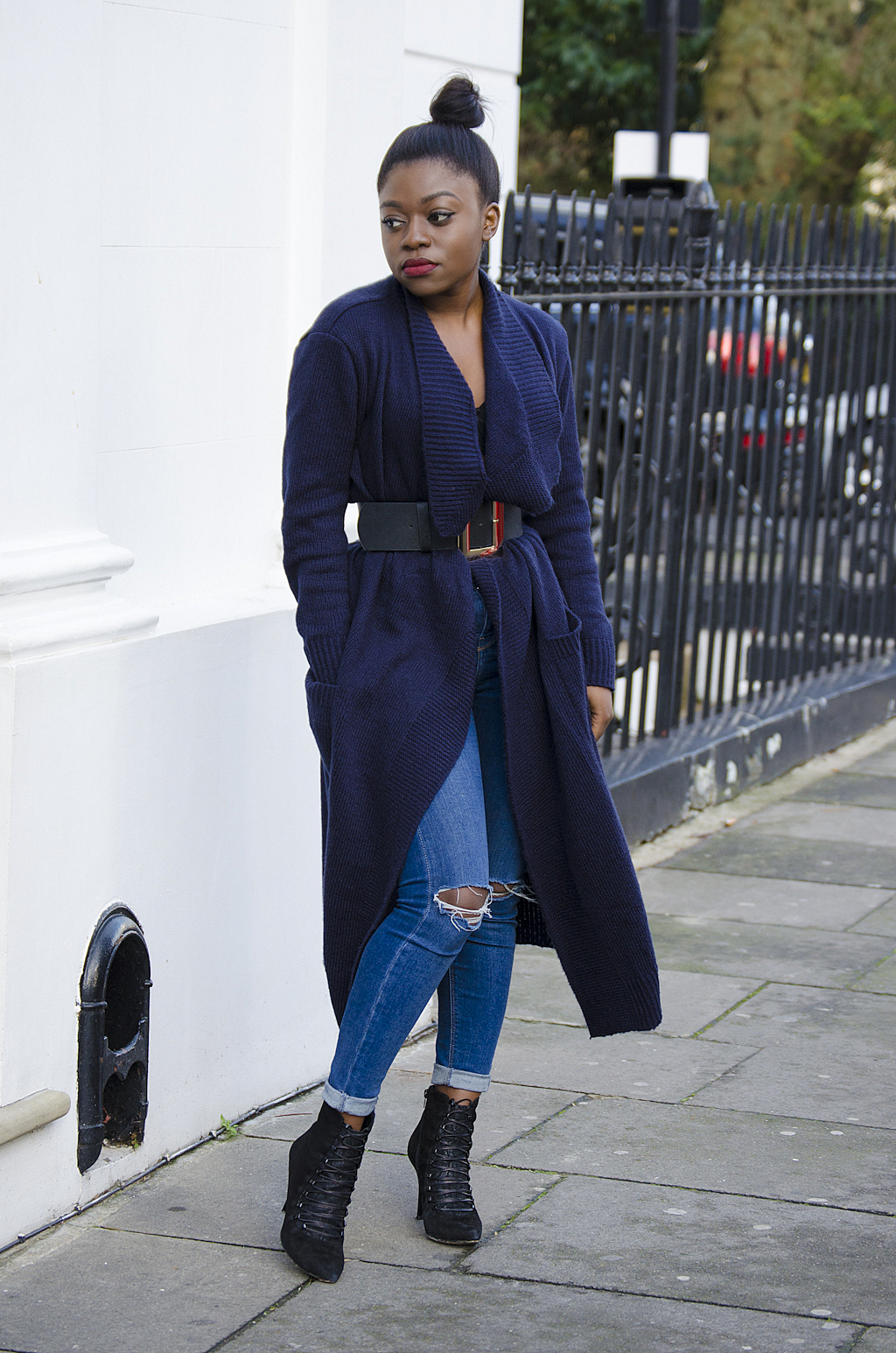 navy-oversized-cardigan-topshop-ripped-jeans-black-boots-1 ...